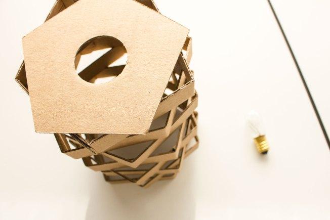C mo hacer una l mpara de cart n - Como hacer lamparas originales ...