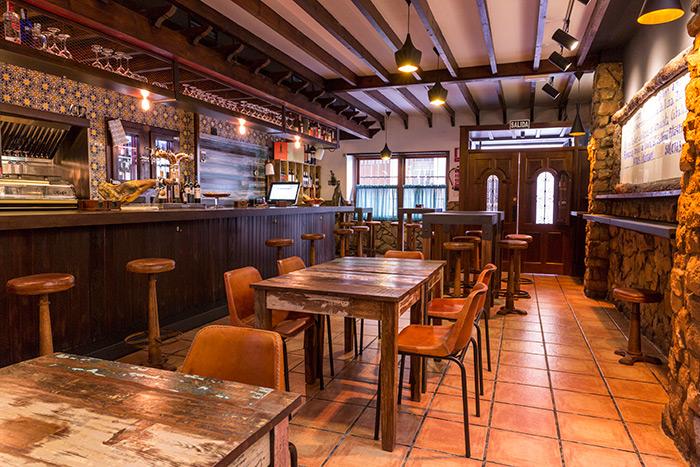 C mo iluminar bares de tapas for Mobiliario rustico para bares