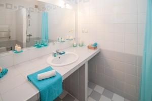 Cómo iluminar el espejo del baño