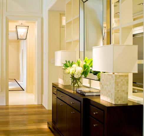 Cómo recibir a tus invitados con una buena iluminación en el recibidor