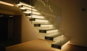 iluminar escaleras interiores